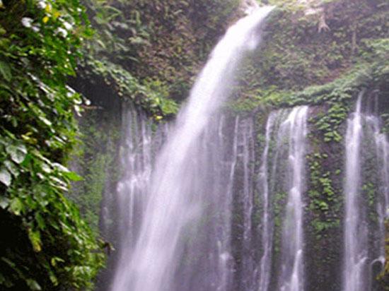 tiu-kelep-waterfall-lombok