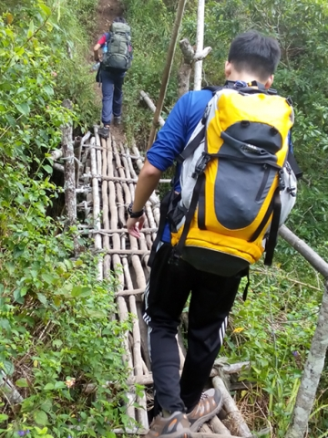 crossing bamboo bridge mount Rinjani trek start from Sembalun village