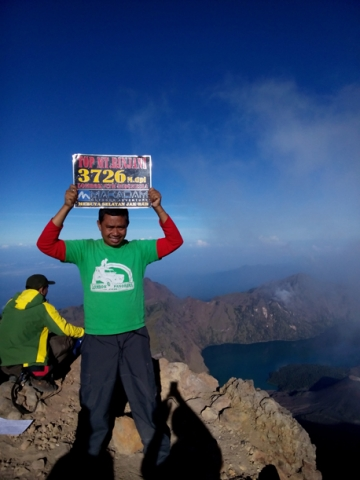 feeling froud on the top of Mount Rinjani 3726M