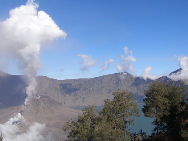 The Eruption of Mount Rinjani baby volcano (Gunung Baru eruption)