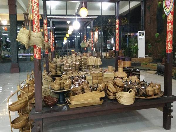 souvenirs shop in Senggigi