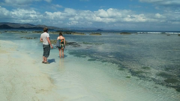 Gili Nanggu has white sand and colorful corals and fishes