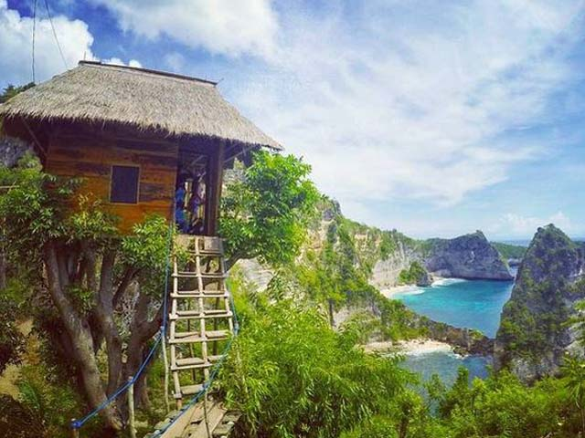 Tree house at Batu Molenteng Nusa Penida, Bali