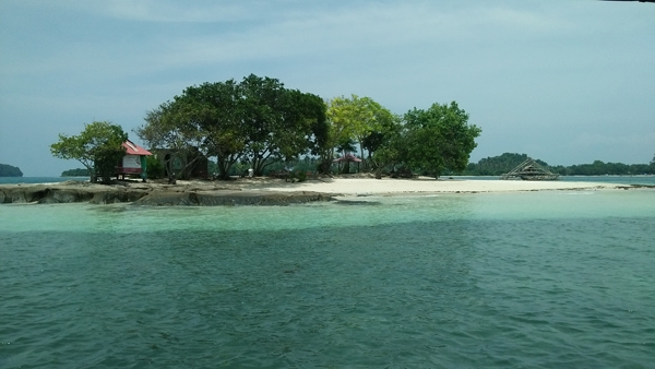 Gili Kedis is The most tiny island on Lombok island