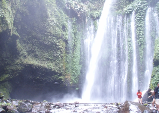 tiu kelep biggest waterfall in lombok